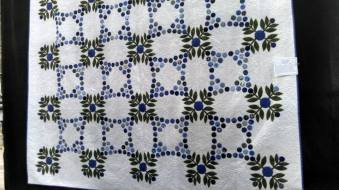 I loved this applique quilt. The green fabric used for the leaves is the same as fabric I used on the simple quilt I made for my bed.